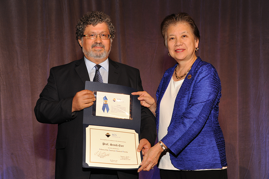 Semih Eser being inducted into the American Chemical Society